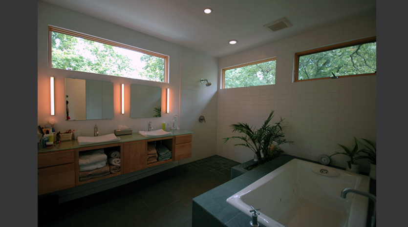 Howard Residence Bath Pimsler Hoss Architects